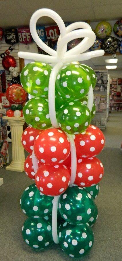 Χριστουγεννιάτικη σύνθεση με μπαλόνια ΤΑ ΔΩΡΑ