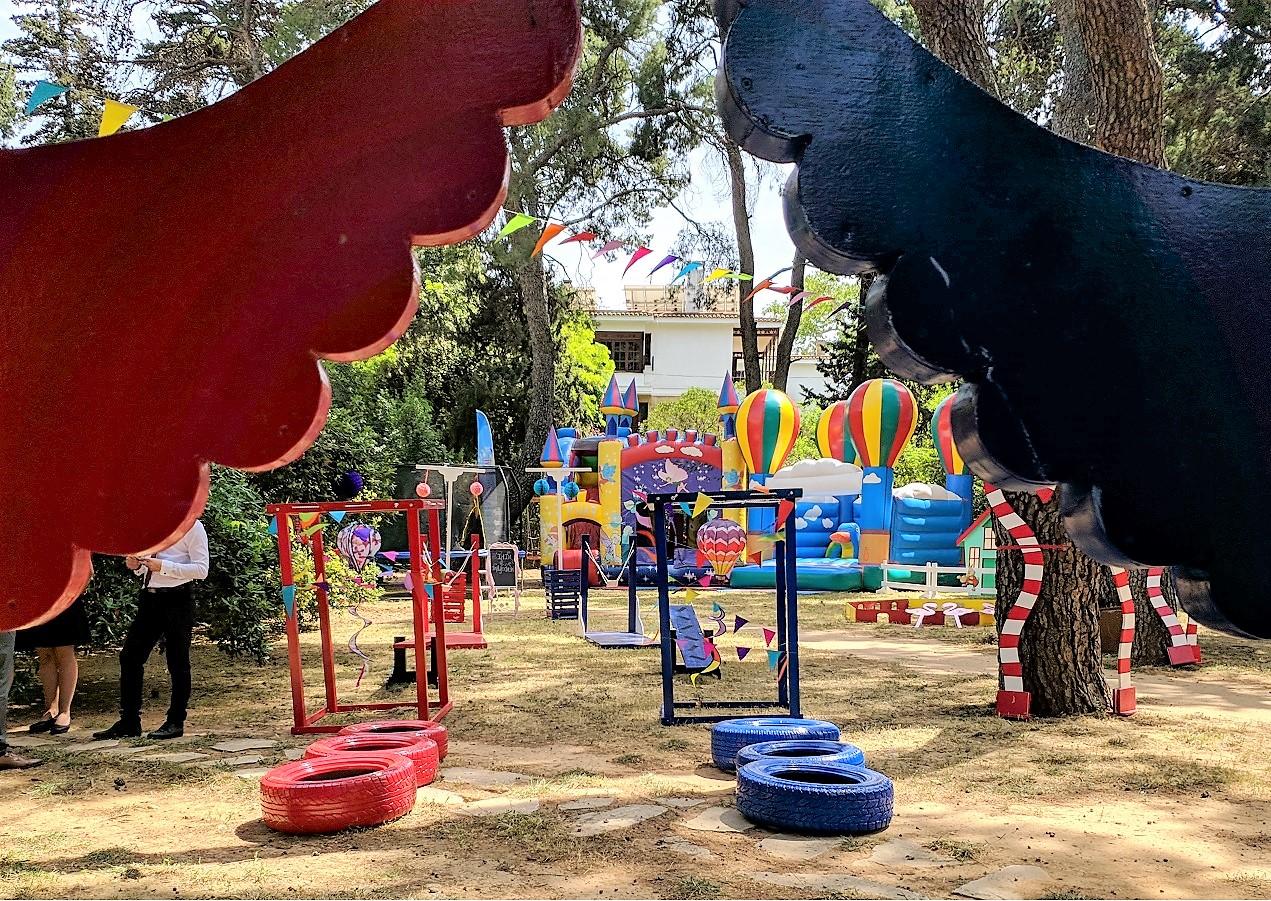 Παιδικό πάρτυ SURVIVOR σε πλατεία (αρχείο ΔΕΛΦΙΝΑΚΙΑ)