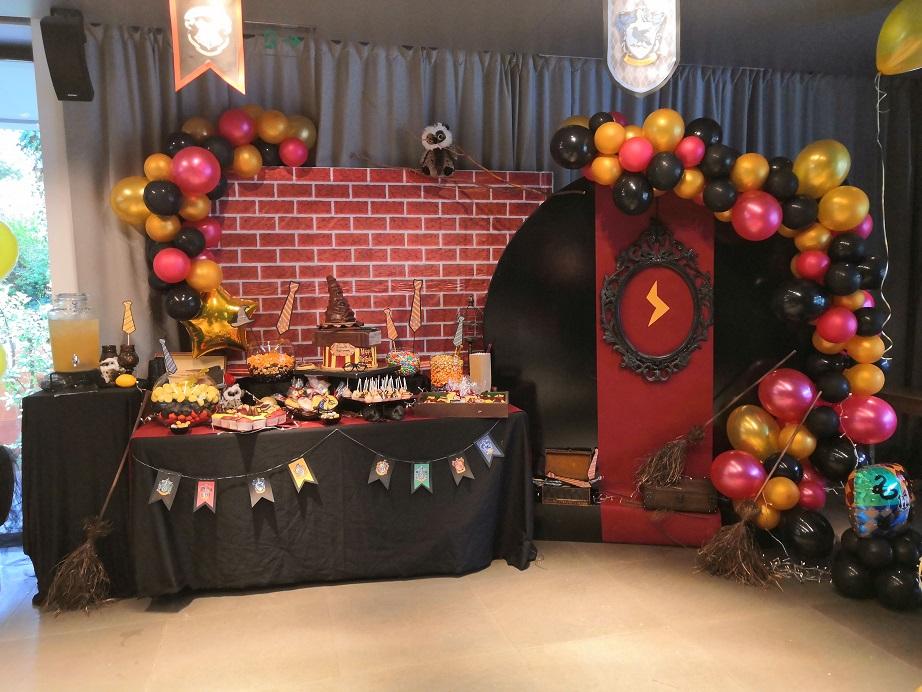 Διακόσμηση CANDY BAR με μπαλόνια : ΧΑΡΥ ΠΟΤΤΕΡ
