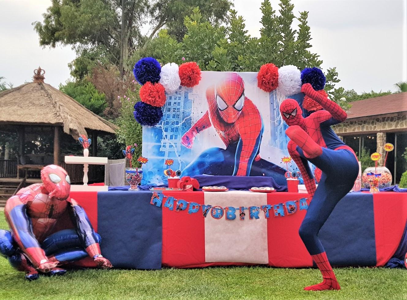 Κλόουν - Ανιματέρ για παιδικό πάρτυ με στολή SUPER HERO