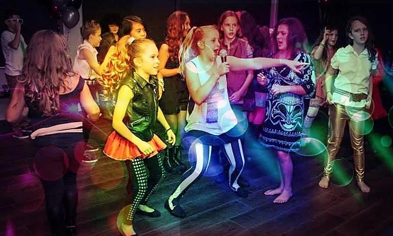 Παιδικό πάρτυ με μουσική και χορό : LASER LIGHTS