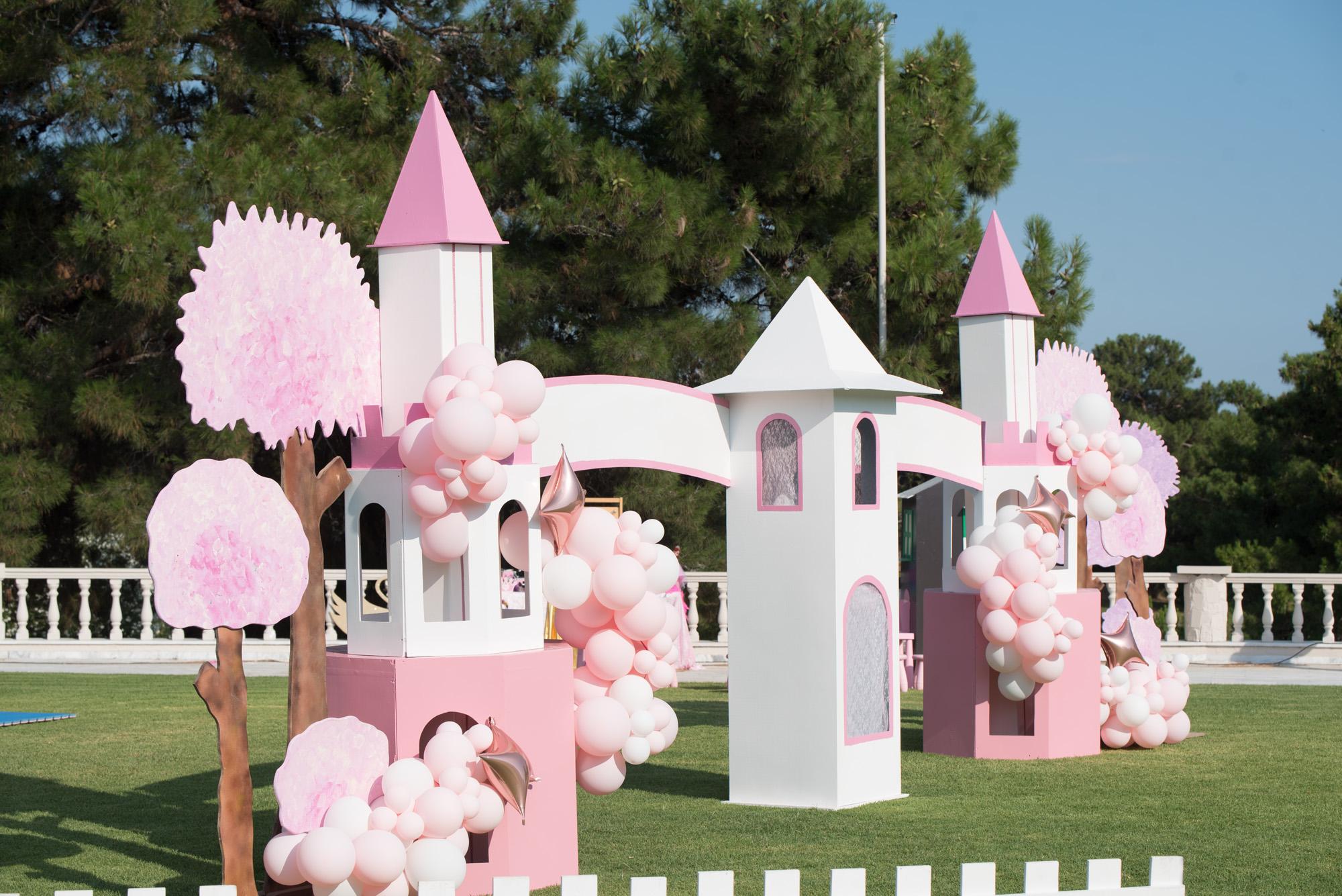 Αψίδα ροζ πύργοι