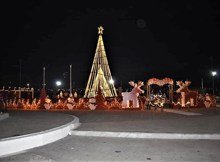 Χριστουγεννιάτικος στολισμός δήμου ΣΑΛΑΜΙΝΑΣ 2020