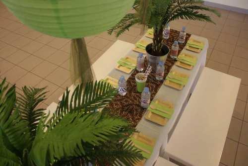 Μακρόστενα παιδικά επιπλάκια για φαγητό σε πάρτυ