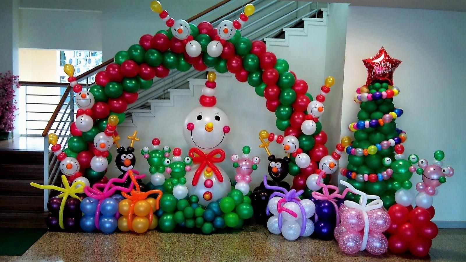 Χριστουγεννιάτικη σύνθεση με μπαλόνια ΧΙΟΝΑΝΘΡΩΠΟΣ ΜΕ ΔΩΡΑ