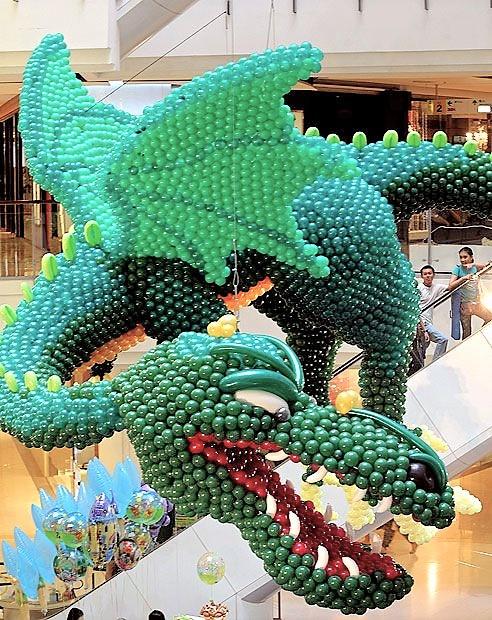 ΕΙΔΙΚΗ ΚΑΤΑΣΚΕΥΗ από μπαλόνια Πράσινος δράκος